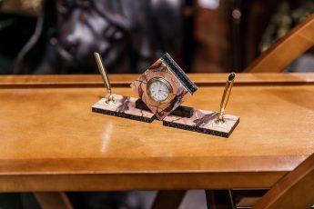 Письменный прибор из яшмы